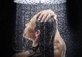 贴花红小黑膏能洗澡吗