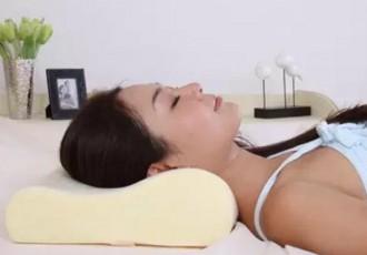 选择合适的枕头防治颈椎病